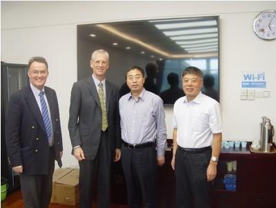 深圳科创委主任陆健与牛津大学副校长Nick Rawlins和牛津大学科技创新亚洲区总裁David Baghurst
